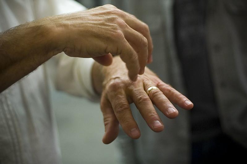 Болят суставы пальцев. Что делать?